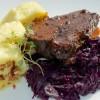 Sült hús, káposzta és knédli